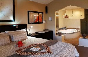 Romantic Getaways at Riverview Rise Retreats - Broome Tourism