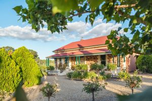 Barossa Shiraz Estate - Broome Tourism